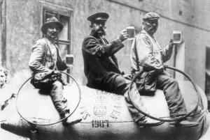 Zamestnanci zateckeho pivovaru v roce 1907